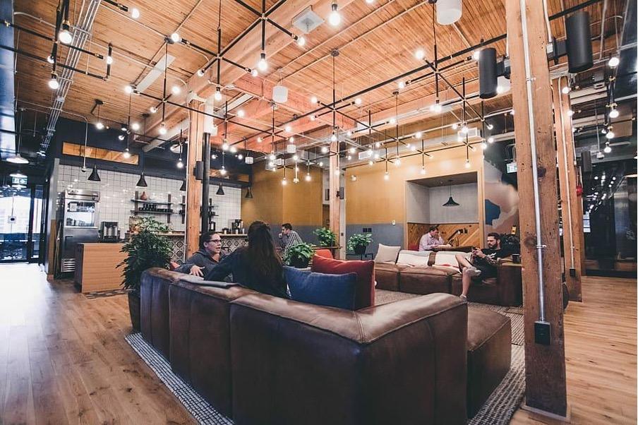 Coworking: ventajas vs oficinas tradicionales