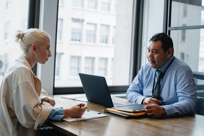 La cooperación es vital para empalmar al nuevo administrador y contador