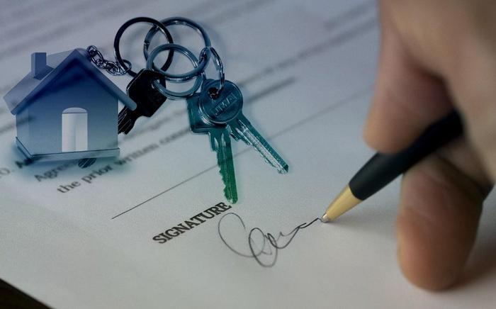 Contrato con agente inmobiliario