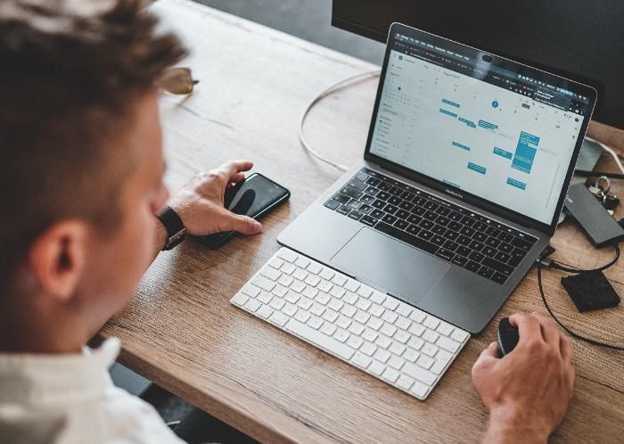 Software inmobiliario desde una laptop